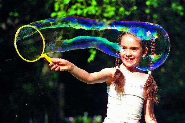 Sprawdzone sposoby na wiosenne zabawy z dzieckiem